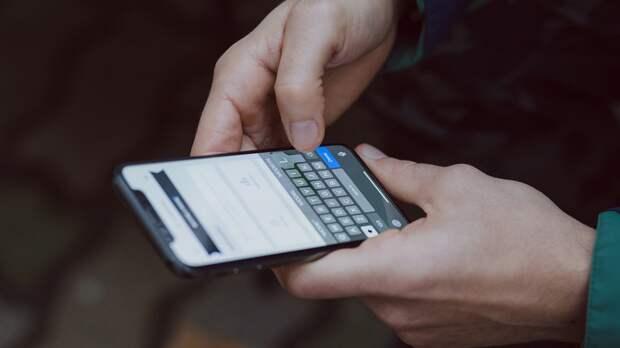 Ученые раскрыли вред смартфона для мозга