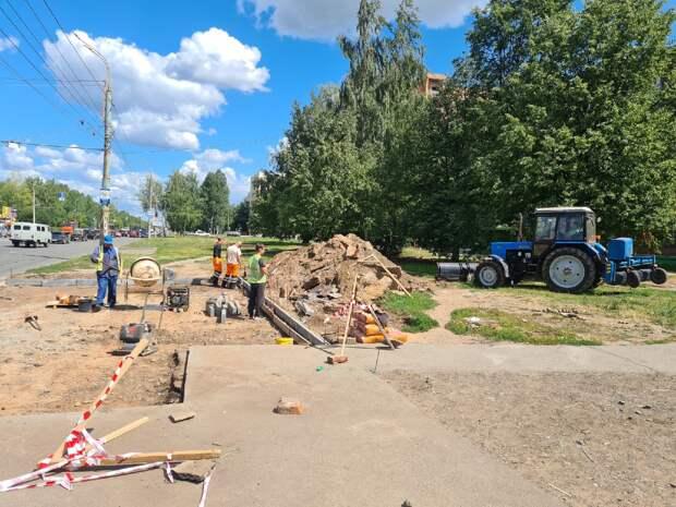Новую остановку начали устанавливать на улице Ударной в Ижевске
