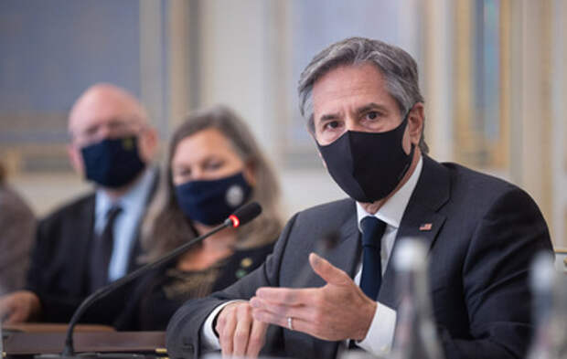 """""""Вывеска вам ничего не даст"""": Украине посоветовали не педалировать тему НАТО"""