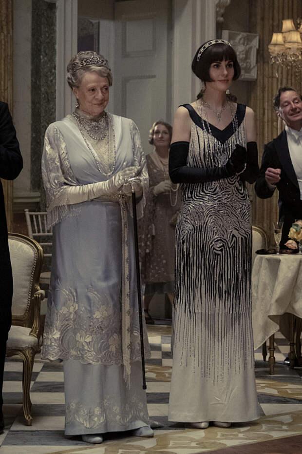Создатели фильма «Аббатство Даунтон» о нарядах героинь и британском стиле 1927 года фото № 3