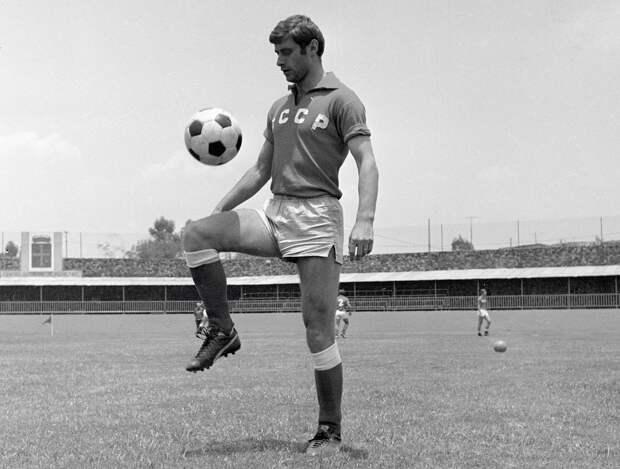 Легендарный гол советского футболиста Бышовца на ЧМ-1970. Ушел от двух бельгийцев и засадил в девятку: видео