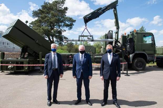 Страны Балтии хотят купить систему залпового огня на троих