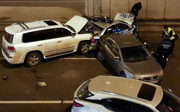 Сотрудник ГИБДД погиб при оформлении аварии