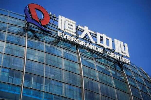 The logo of China Evergrande Group seen on the Evergrande Center in Shanghai, China September 22, 2021. REUTERS/Aly Song