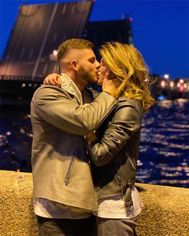 Алекса спровоцировала слухи о расставании с женихом через три недели после помолвки