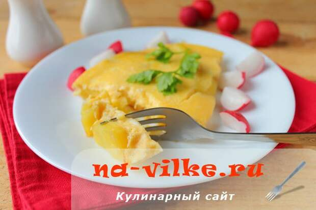 Омлет в мультиварке с картошкой
