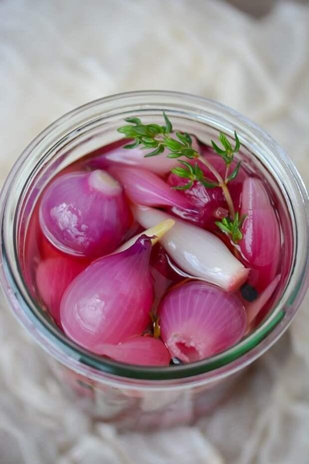 Маринованный лук на зиму - мелкий лук, маринад ( соль, сахар, перец, вода) - сварить, в банку, добавить уксус, закатать интересное, кухня, лук, рецепты, факты