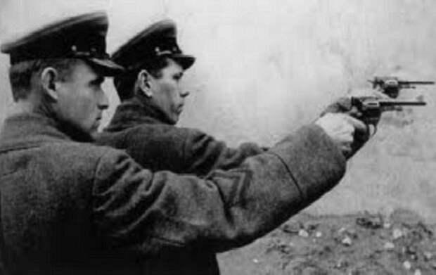 Как НКВД «охотился» на предателей после войны