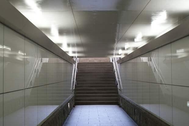 Подземный Переход, Лестница, Поручень, Освещение, Узкие