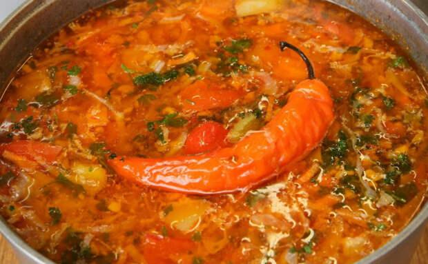 Сварили быстрый суп из фарша: густой настолько, что ложка стоит
