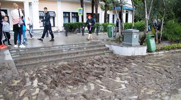 Власти Ялты стали собирать заявки от пострадавших от потопа граждан