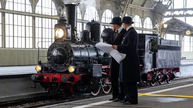 Железнодорожную ретро-технику продемонстрировали на параде паровозов в Петербурге