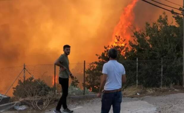 МИД РФ предупредил о возможной эвакуации туристов из горящей Турции