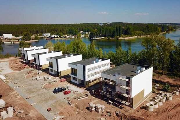 Для добрых статусных людей: В Тольятти при молчаливом согласии продолжается застройка берега Волги