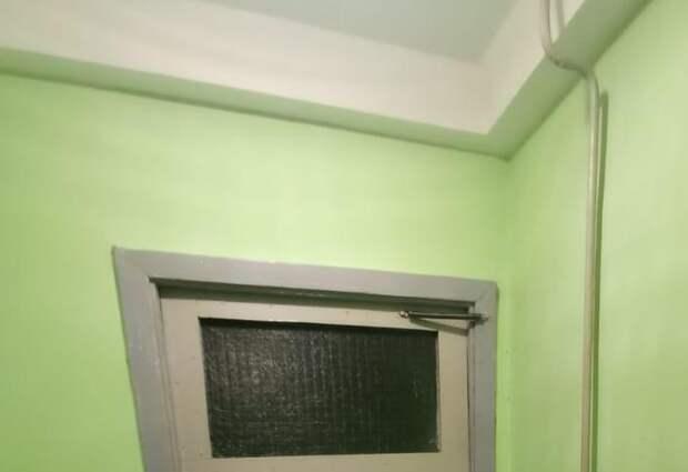 В подъезде дома на Радужной отремонтировали дверь