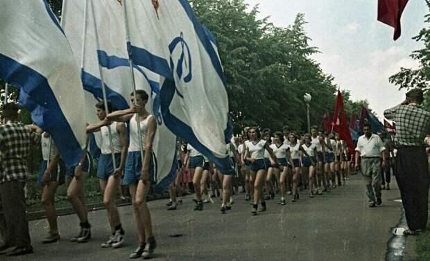 Советские будни на цветных фотографиях 1960-х