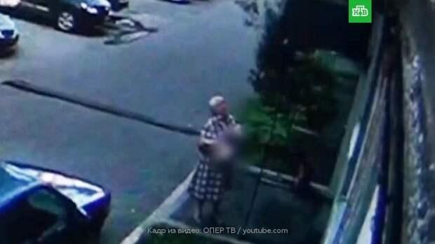 Женщина поймала выпавшего из окна ребенка в Новокузнецке: видео
