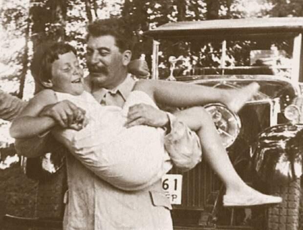 Дочь Сталина и другие потомки вождей СССР, которые сбежали на Запад