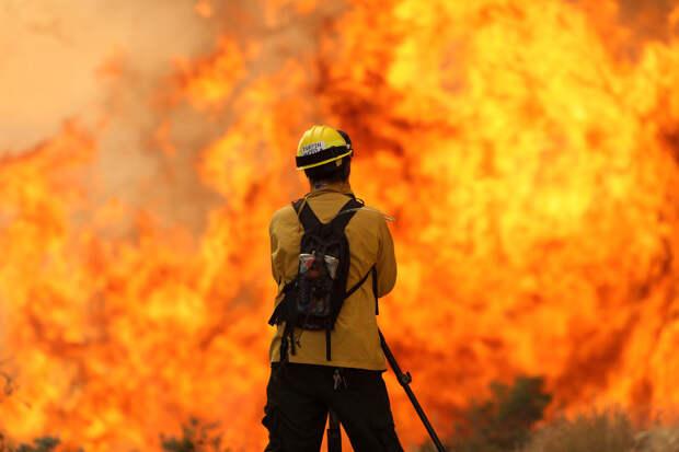 Тушение пожара в Санта-Барбара, Калифорния, США