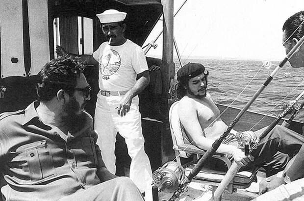 Че рыбачит сФиделем Кастро, 1960.