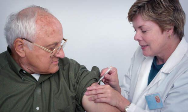 Многим делали прививки только в школе. Какие вакцины нужны взрослым
