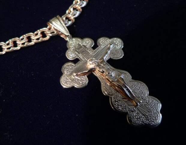 Обязательно ли носить крестик?