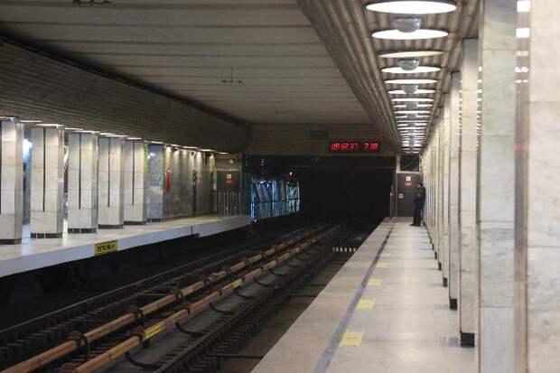 Пассажирка метро упала  с платформы на станции «Речной вокзал» в Новосибирске