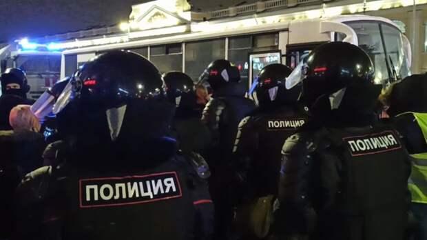 Порядка 14,4 тысячи человек приняли участие в незаконных акциях в России