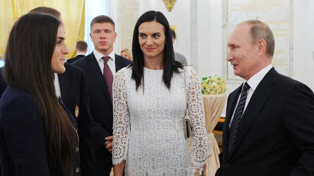 «Хорошо, что Путин ставит такую сложную задачу». Исинбаева рассказала овстрече спрезидентом России