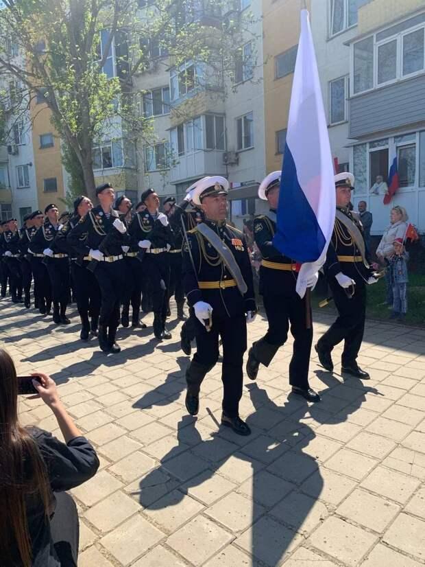 В Керчи проходят персональные парады для ветеранов ВОВ