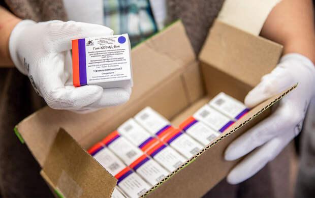 Работодатели начали рассылать сотрудникам предупреждения об обязательной вакцинации