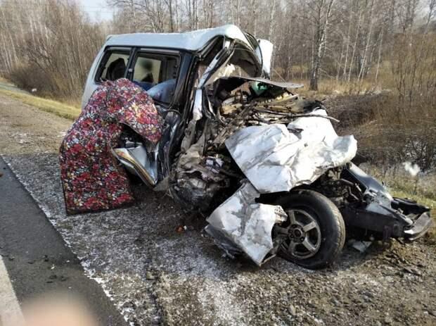 5 человек погибли в аварии с автобусом в Новосибирской области