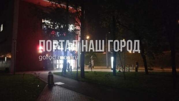 Блуждать в темноте в сквере у кинотеатра «Юность» придется до Нового года