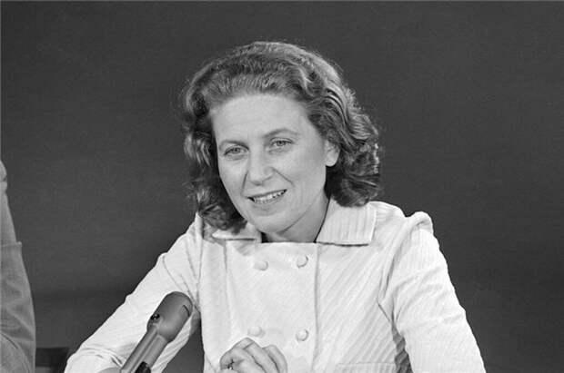 9 самых известных «невозвращенцев» — людей, которые решили не возвращаться в СССР