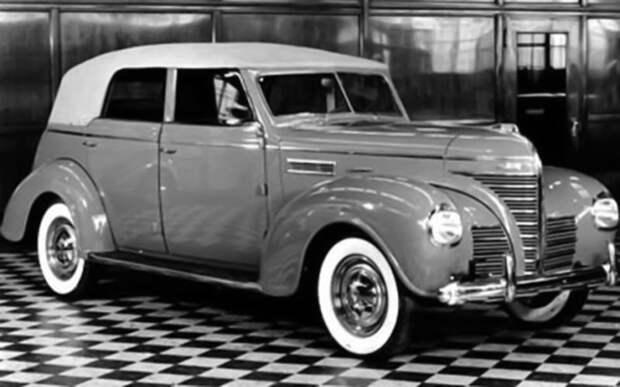 Тент Plymouth Convertible 1939 года опускали и натягивали нажатием кнопки