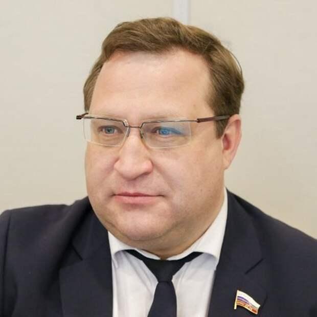 В соцсетях осудили депутата Госдумы, который написал, что помог несуществующему роддому