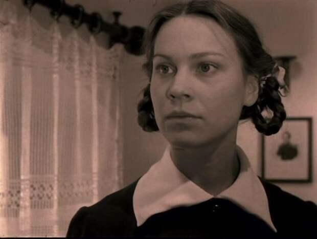 Актриса Ирина Чериченко в роли Искры Поляковой вфильме «Завтра была война».