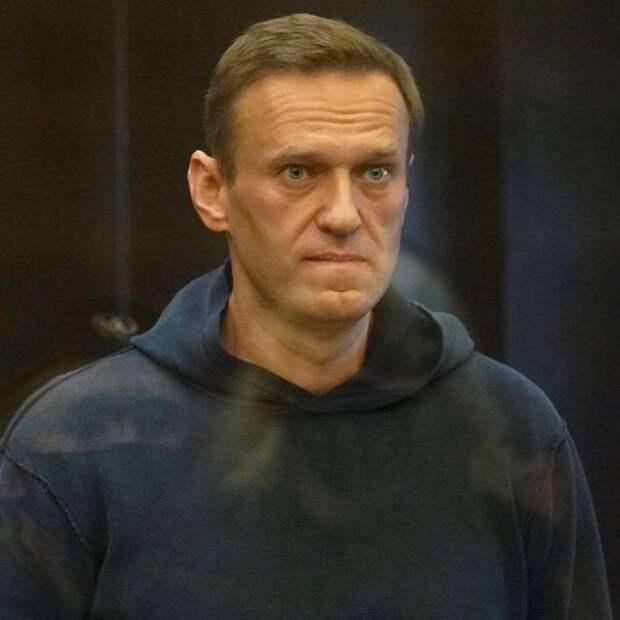 Это не тупая истерика: Навальный в суде использует коды и шифры
