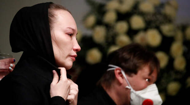 Белоцерковская посетила могилу Грачевского спустя четыре месяца после его смерти