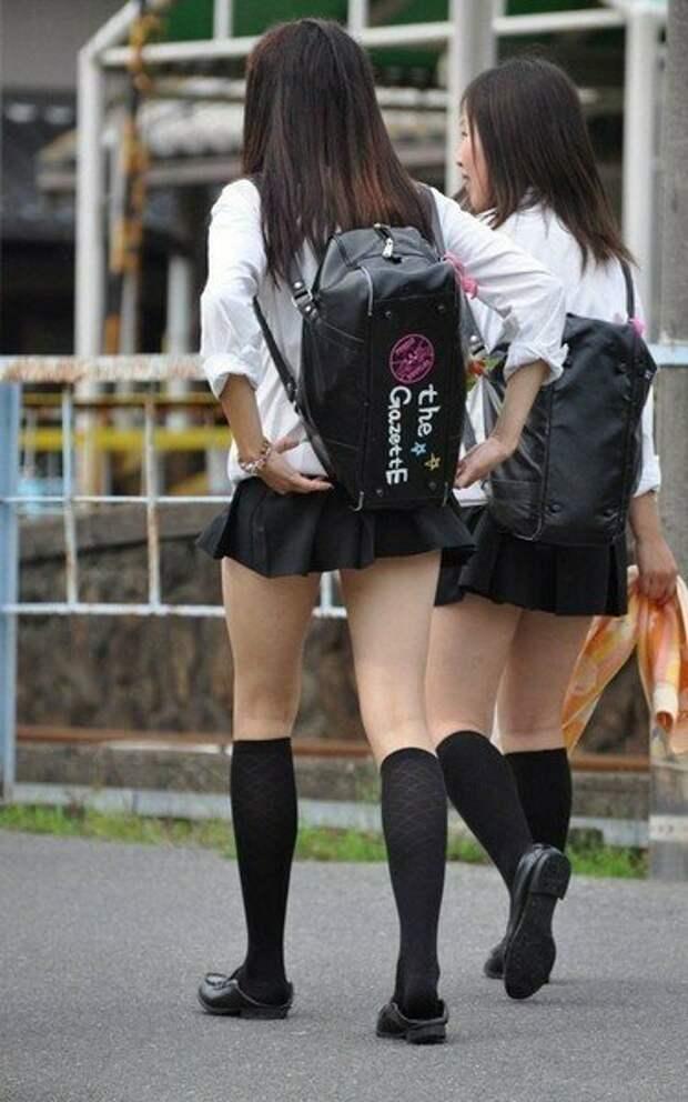 Школьницы в России и Японии: Откуда такая тяга к коротким юбкам