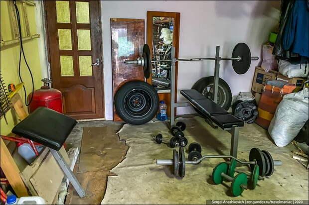 Мой друг неделями живет в гараже, вместо двушки…
