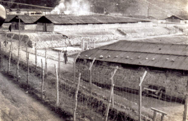 koje-do_prison_camp_mess hall_distance.jpg