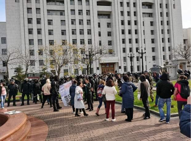 Майдана не будет – в Хабаровске ОМОН пресек незаконные действия протестующих