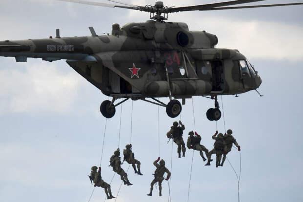 Без парашюта: NI впечатлило десантирование спецназа России и Пакистана