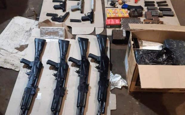 На Украине схватили трёх ВСУшников с арсеналом оружия