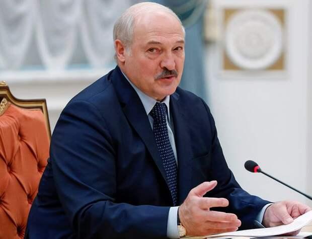 Финские СМИ: Лукашенко устраняет всех, кто мог бы договориться с Путиным