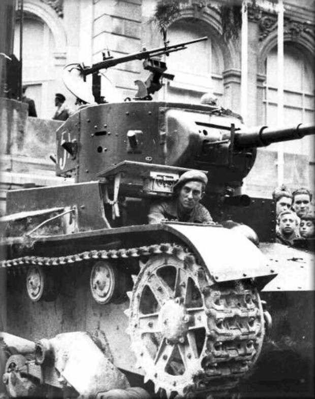 На фото – Т-26 в Мадриде. военная техника, военное, история, много букв, танки, танки СССР, техника, факты