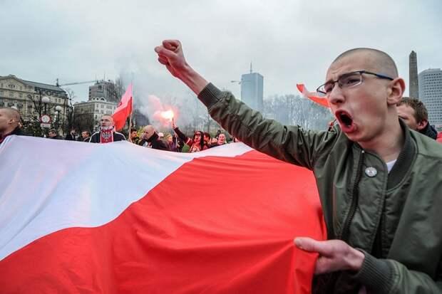 Польские националисты в советской форме «расстреляли» людей