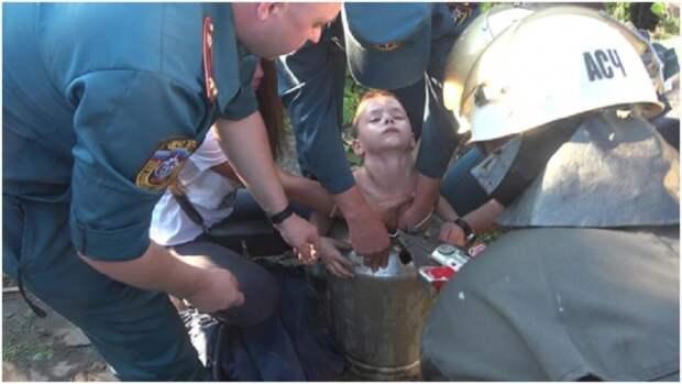 В Луганске 7-летнего ребенка достали из алюминиевого бидона