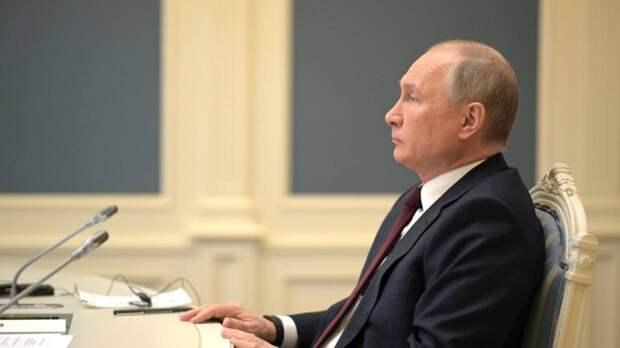 Песков заявил, что Путин пока не принял решение относительно нерабочих дней из-за COVID-19